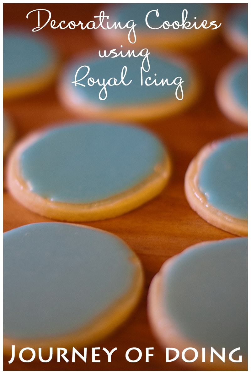 By taking ONE class I learned how to use royal icing to decorate cookies, and if I can do it, you can too! Sharing my favorite tips for cookies today!